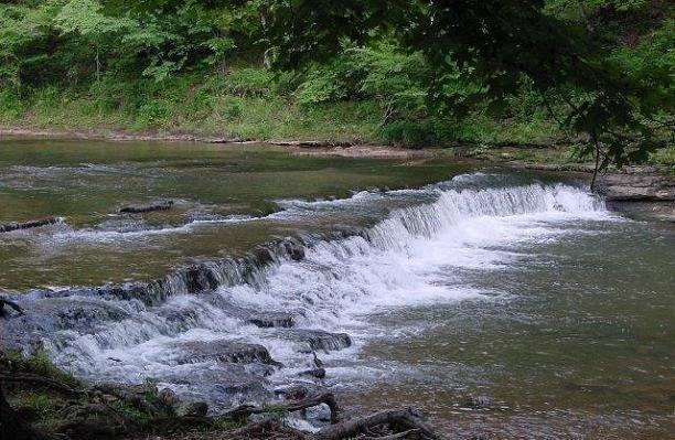 Tennessees Crockett Falls dota frozen throne