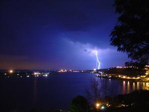Awing Pictures of Lightning Screensaver lightning